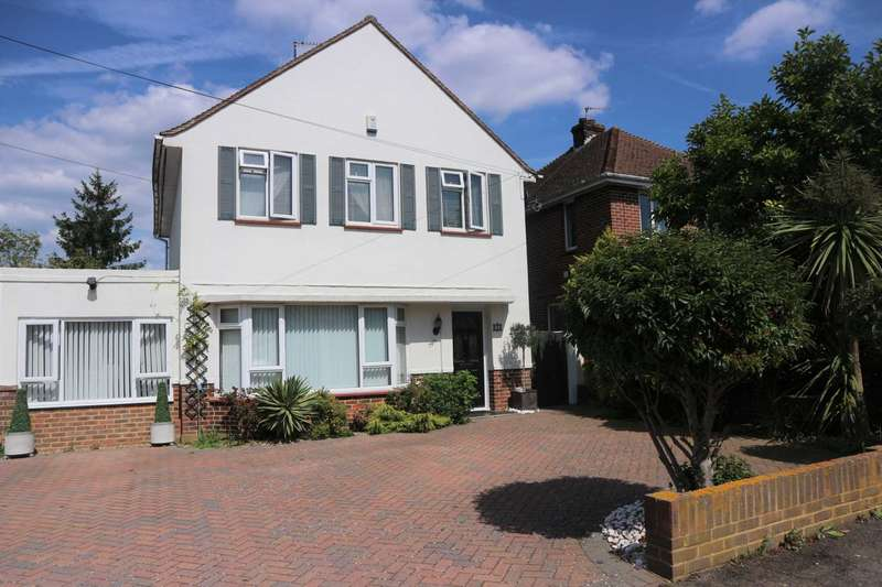 4 Bedrooms Detached House for sale in Garden Close, Canterbury