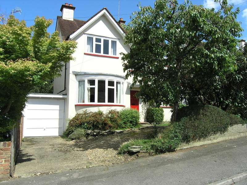 4 Bedrooms Detached House for sale in Silverdale Road, Bushey