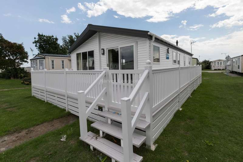 2 Bedrooms Lodge Character Property for sale in Clacton On Sea, Essex