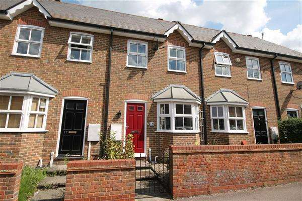 3 Bedrooms Terraced House for sale in Henry Court, Canterbury