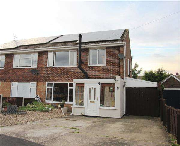 3 Bedrooms Semi Detached House for sale in Knightsbridge Road, Messingham, Scunthorpe