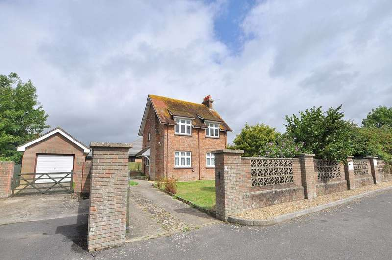 3 Bedrooms Detached House for sale in Longham
