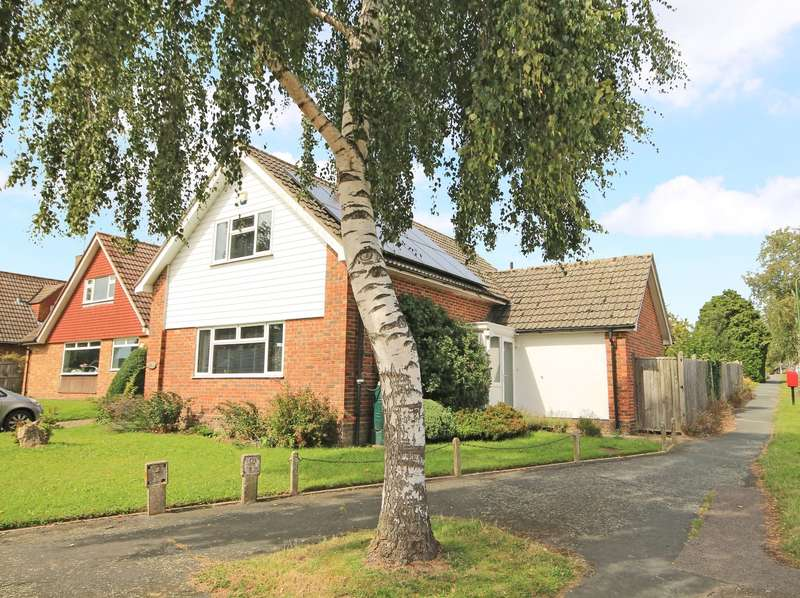 3 Bedrooms Detached House for sale in Cleve Way, Billingshurst, RH14