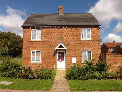 3 Bedrooms Semi Detached House for sale in Dales Way, Louth, Lincolnshire