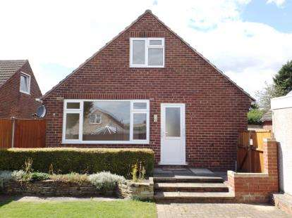 3 Bedrooms Bungalow for sale in Cavell Drive, Danesmoor, Chesterfield, Derbyshire