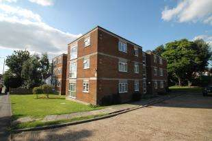 1 Bedroom Flat for sale in California Court, 25 Downs Road, Sutton