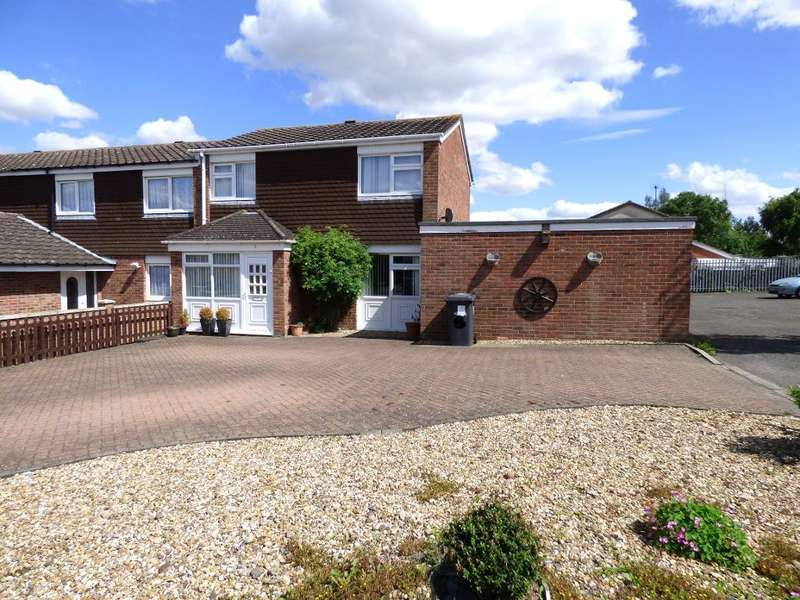 3 Bedrooms End Of Terrace House for sale in Greskine Close, Bedford, MK41 0NW