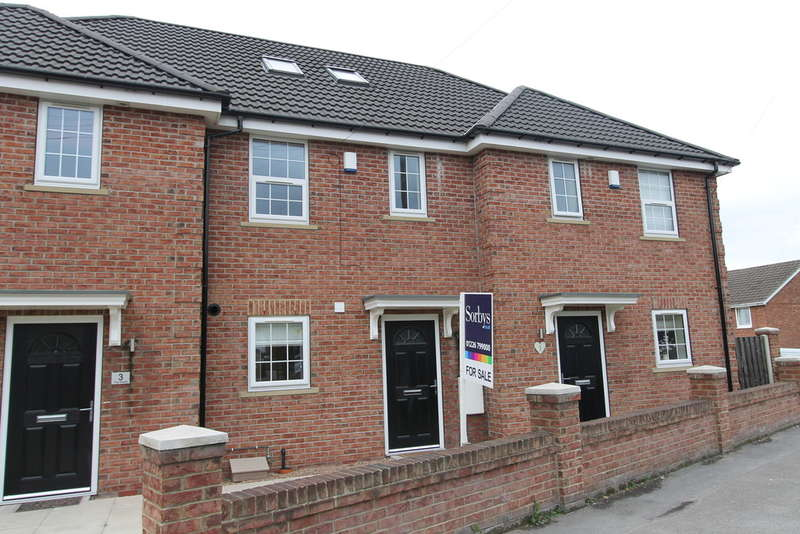 3 Bedrooms Town House for sale in The Dards, Cudworth, Barnsley, S72 8FA