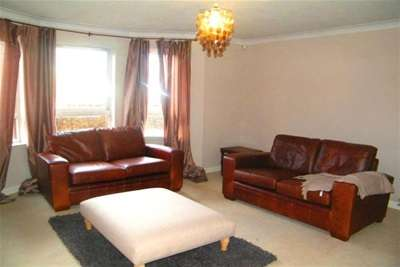 2 Bedrooms Flat for rent in Titwood Road, SHAWLANDS