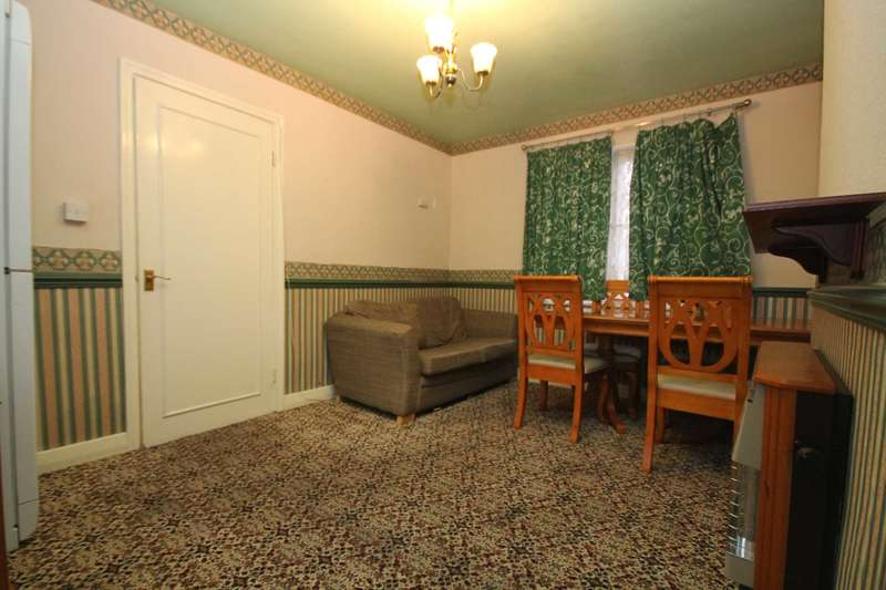 4 Bedrooms Semi Detached House for rent in Lancaster Place, Leicester