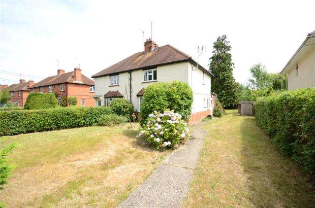 3 Bedrooms Semi Detached House for sale in Trowes Lane, Swallowfield, Reading