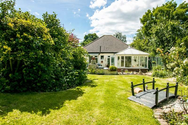 2 Bedrooms Bungalow for sale in Greenhill, Sutton, Surrey, SM1