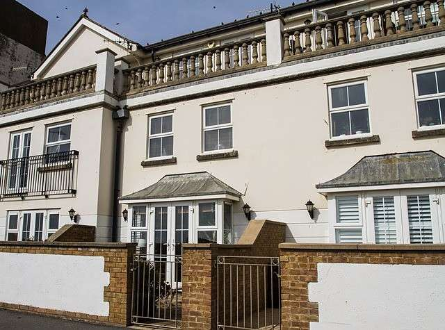 3 Bedrooms House for sale in Martello Mews, BN25