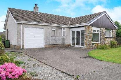 3 Bedrooms Bungalow for sale in Bryn Tirion Estate, Llanfairpwllgwyngyll, Sir Ynys Mon, LL61