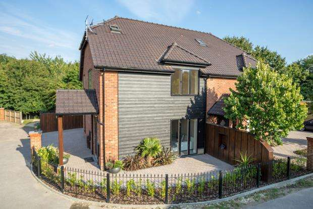 4 Bedrooms Semi Detached House for sale in Emsworth, Hampshire, .