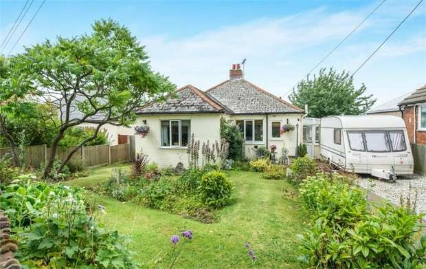 2 Bedrooms Detached Bungalow for sale in The Crescent, Boughton-under-Blean, Faversham, Kent