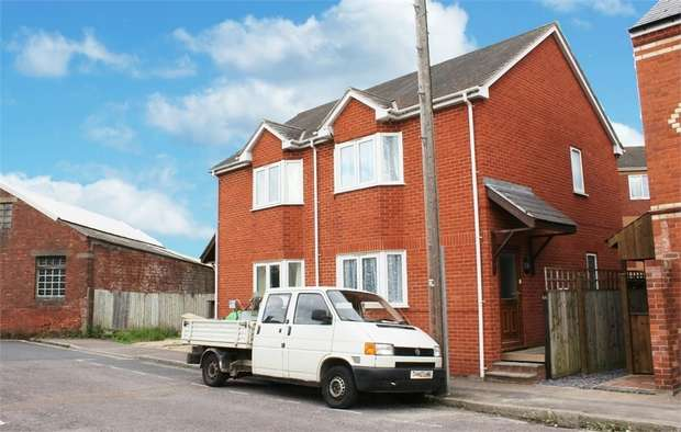 2 Bedrooms Semi Detached House for sale in Chamberlain Road, Exeter, Devon