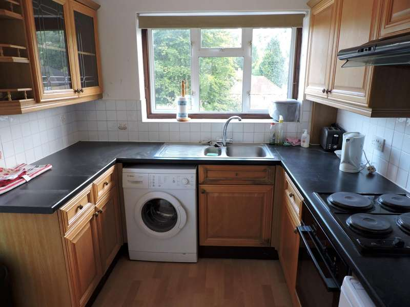 4 Bedrooms Semi Detached House for rent in Whitelands Road, High Wycombe