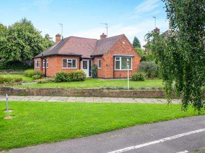3 Bedrooms Bungalow for sale in Wollaton Vale, Wollaton, Nottingham, Nottinghamshire