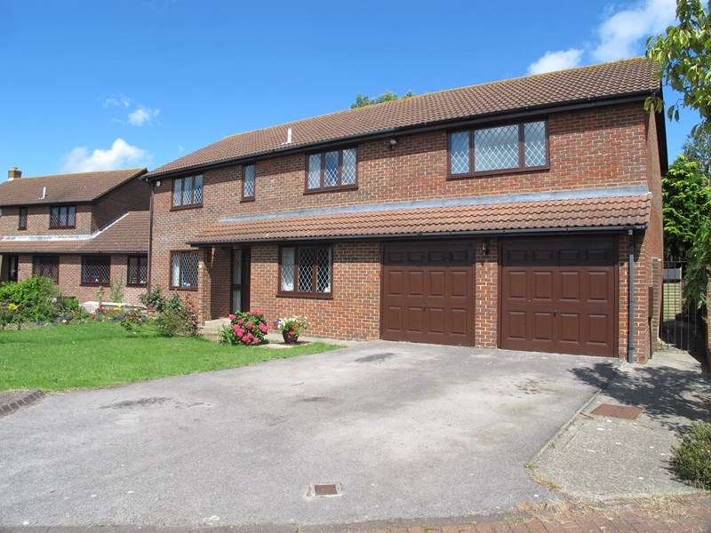 5 Bedrooms Detached House for sale in Canterbury Close, Lee-On-The-Solent