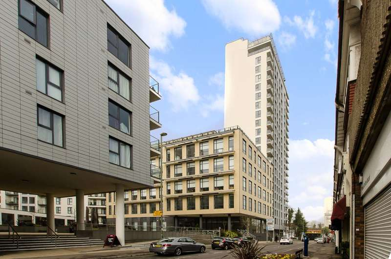 2 Bedrooms Flat for sale in Guildford Road, Woking, GU22