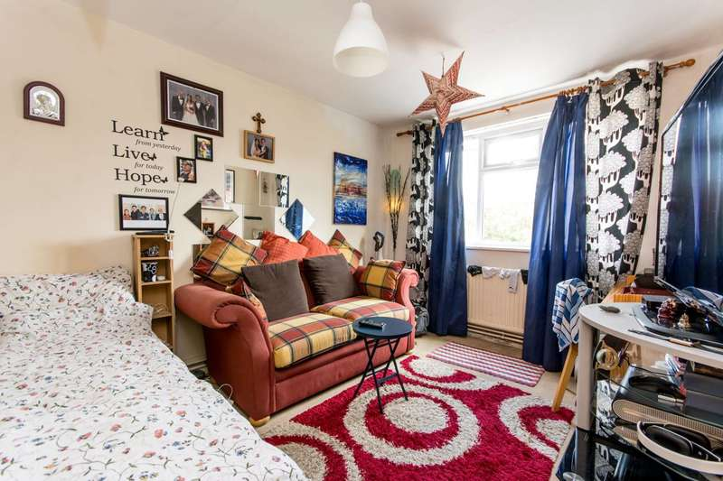 3 Bedrooms Flat for sale in North End Crescent, West Kensington, W14