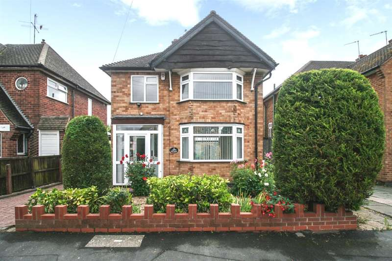 3 Bedrooms Detached House for sale in Saltersgate Drive, Leicester