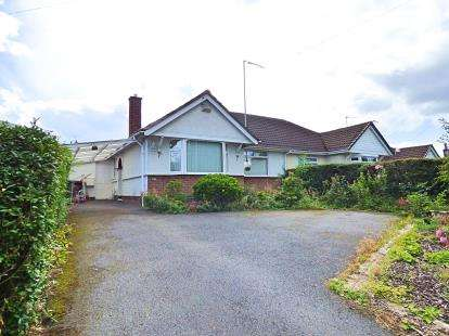 2 Bedrooms Bungalow for sale in Shakespeare Gardens, Rugby, Warwickshire