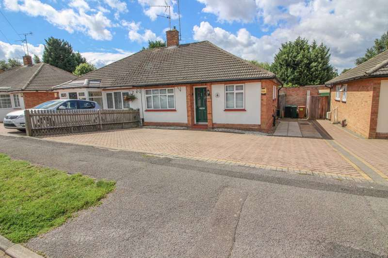 2 Bedrooms Semi Detached House for sale in Romilly Drive, Carpeders Park