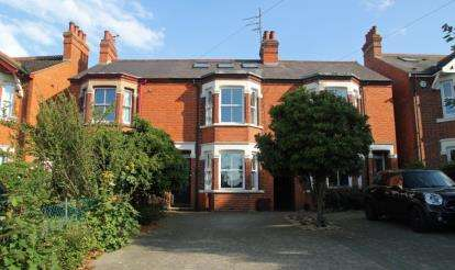 4 Bedrooms Terraced House for sale in Wolverton Road, Newport Pagnell, Milton Keynes, Buckinghamshire