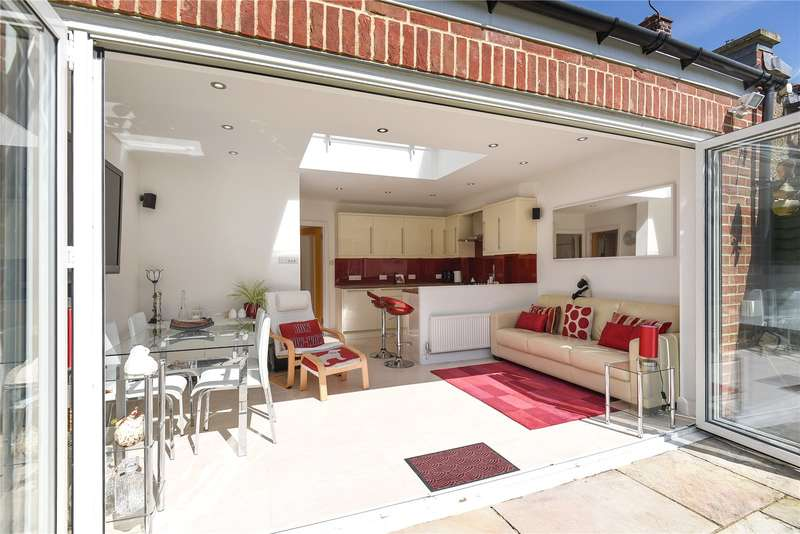 3 Bedrooms Terraced House for sale in Clyfford Road, Ruislip, Middlesex, HA4