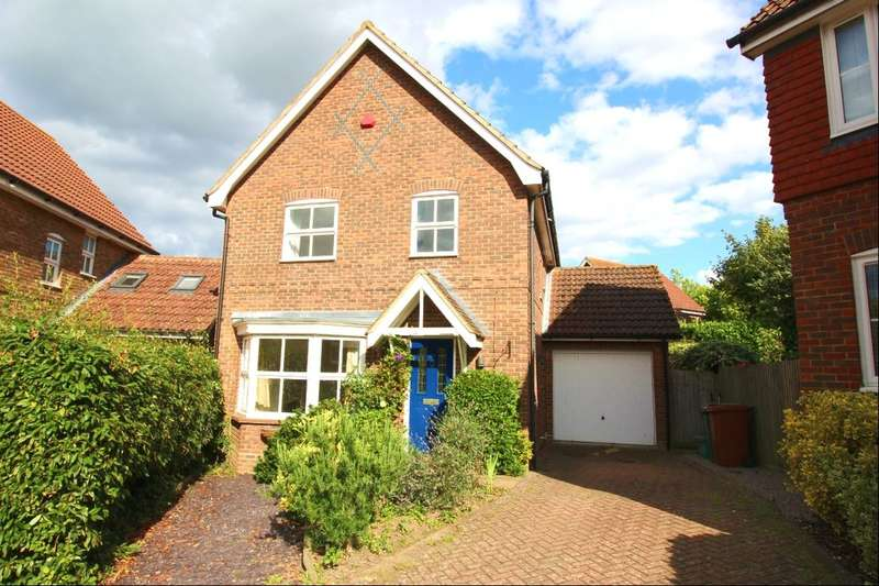 3 Bedrooms Detached House for sale in Blackberry Way, Paddock Wood, Tonbridge, TN12