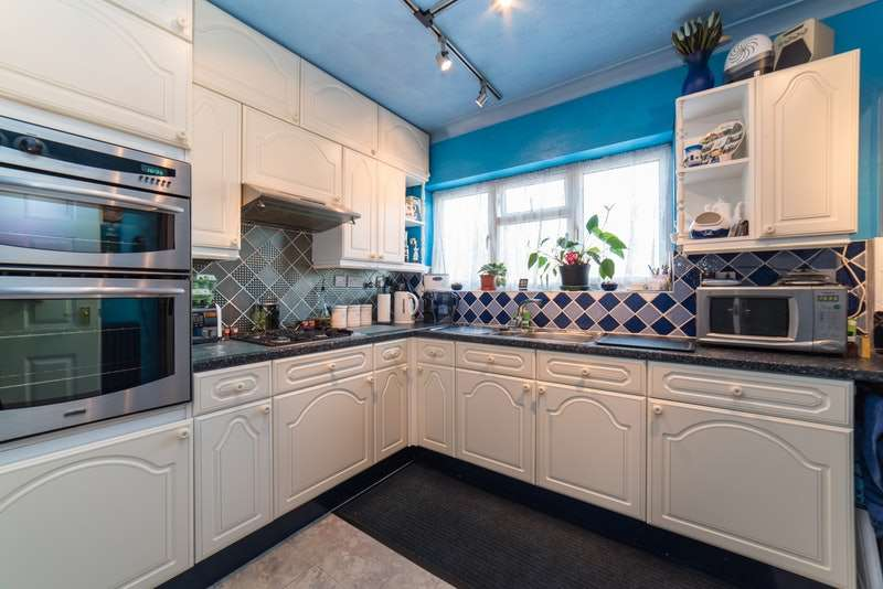 2 Bedrooms Flat for sale in Tilehouse Way, Denham Green, Middlesex, UB9