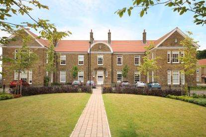 3 Bedrooms Flat for sale in Bluecoat House, Bluecoat Rise, Sheffield, South Yorkshire