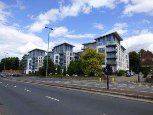 2 Bedrooms Flat for sale in McKenzie Court, Maidstone, .