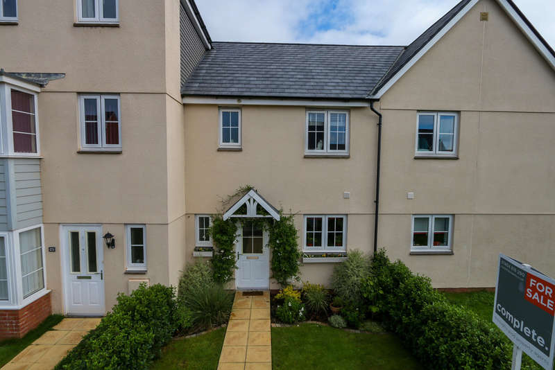 3 Bedrooms Terraced House for sale in St. Michaels Way, Cranbrook