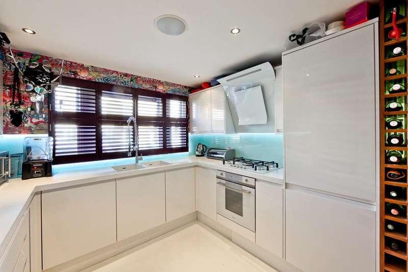 2 Bedrooms Semi Detached House for sale in Lichfield Road, London E3