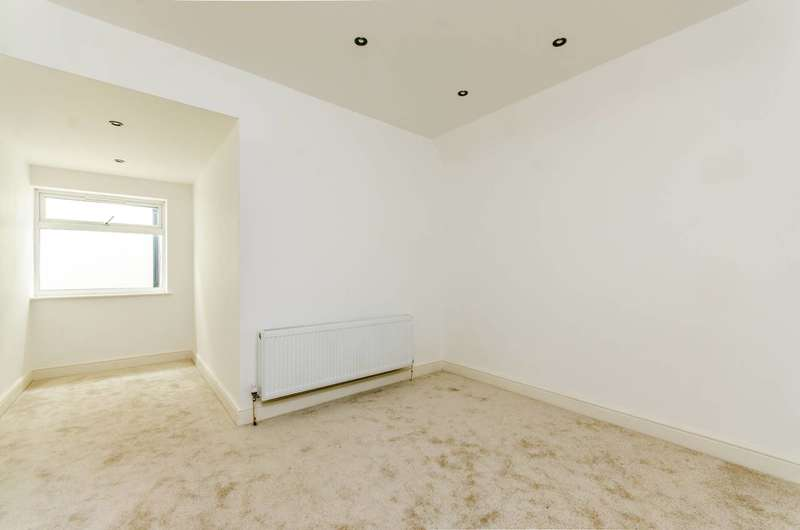 2 Bedrooms Flat for sale in Portland Road, South Norwood, SE25