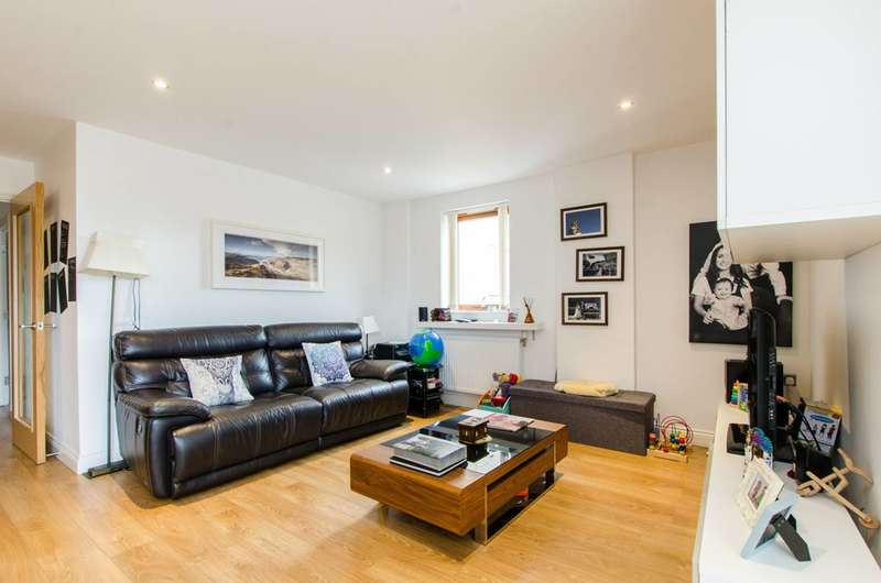 2 Bedrooms Flat for sale in Trevithick Way, Bow, E3