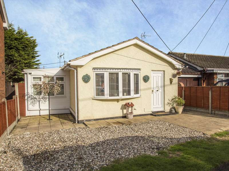 1 Bedroom Detached Bungalow for sale in Temptin Avenue, Canvey Island, SS8