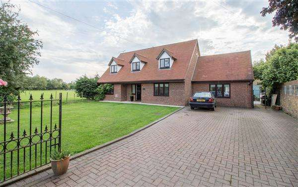 4 Bedrooms Detached House for sale in The Avon, Nursery Road, Nazeing