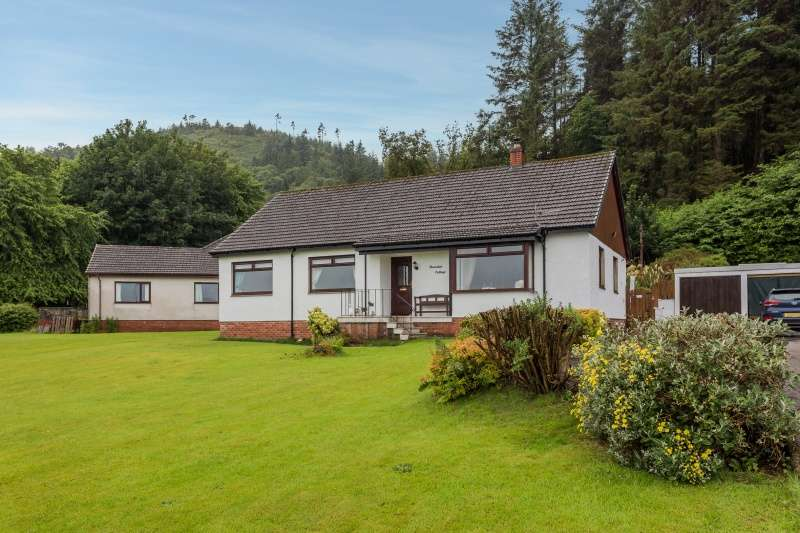 4 Bedrooms Bungalow for sale in 96 Bullwood Road, Dunoon, Argyll and Bute, PA23 7QL