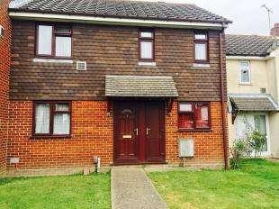 3 Bedrooms Terraced House for sale in Beaver Lane, Ashford, Kent