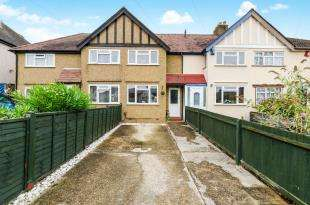 2 Bedrooms Terraced House for sale in Gilders Road, Chessington