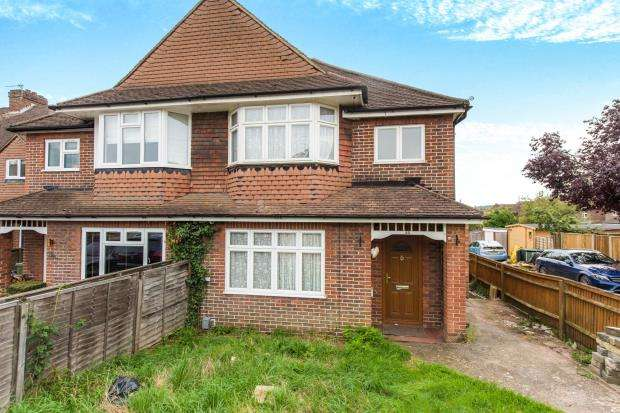 3 Bedrooms Semi Detached House for sale in Guildford, Surrey