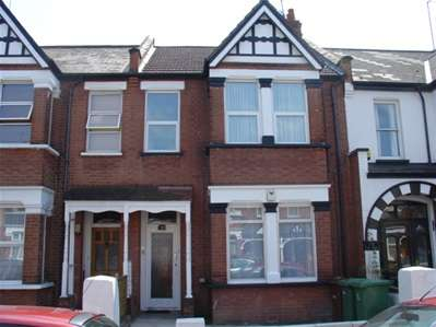 2 Bedrooms Maisonette Flat for sale in Vaughan Road, Harrow