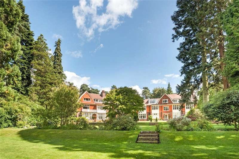 2 Bedrooms Flat for sale in Tilford Road, Hindhead, Surrey, GU26