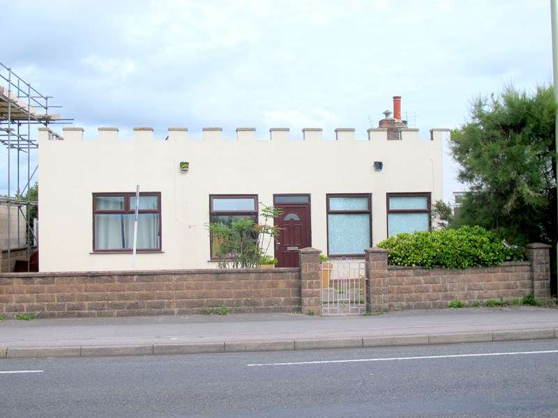 3 Bedrooms Semi Detached Bungalow for sale in Portsmouth Road, Lee-On-The-Solent