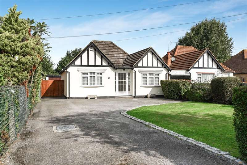 3 Bedrooms Detached Bungalow for sale in Hercies Road, Hillingdon, Middlesex, UB10