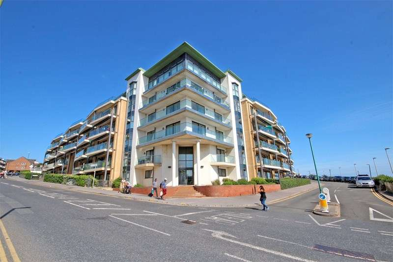 2 Bedrooms Apartment Flat for sale in Marina Close, Boscombe Pier, Bournemouth